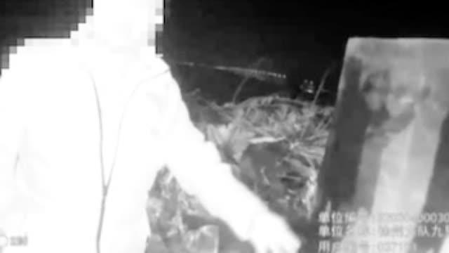 """男子深夜骑车撞墙受伤 家属报警""""要追究墙的责任"""""""