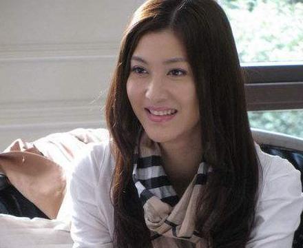 """她演""""小三专业户""""走红,现实中却遭男友劈腿,今36岁婚姻幸福"""