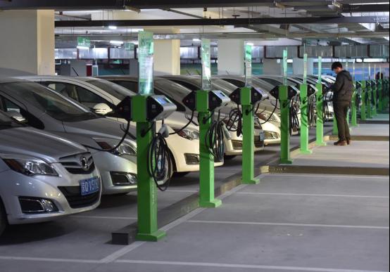 现在电动汽车充电还难吗?