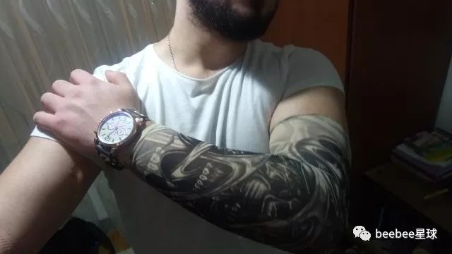 阿里速卖通上的纹身袖套在国外炸了,老外买家秀简直令人入魔