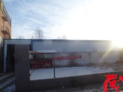 储油罐旁私建库房存车,存安全隐患,哈市执法人员:拆!
