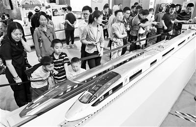 北京科技周开幕 400余项目展科技魅力