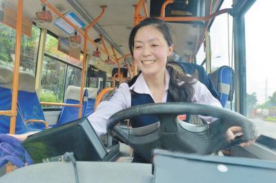你发现没?公交司机可以不踩离合就换挡