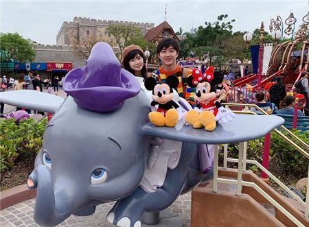 刚出月子就眼红迪士尼!福原爱1家4口超级甜蜜:教台湾老公拼音