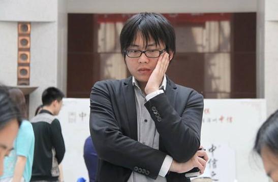 棋圣聂卫平现状:9次化疗抗癌,妻子小23岁,大儿子加入日本国籍