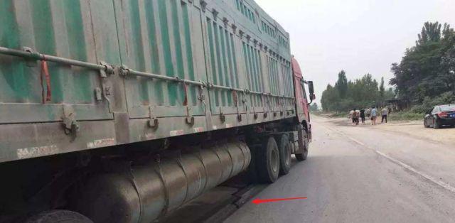 为啥大货车宁可碾压小轿车也不躲开?司机:让速不让道