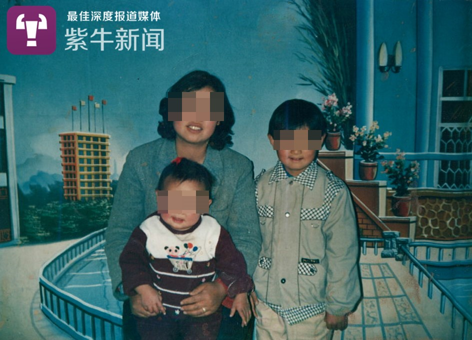 李艳霞和儿女的旧照