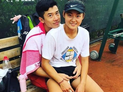 网球超新星王雅繁恋爱了,与男友亲密合照,笑容甜蜜令人羡慕