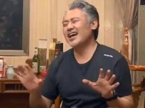 吴秀波饭局曝光,不受出轨风波影响,心情大好现场唱歌助兴!