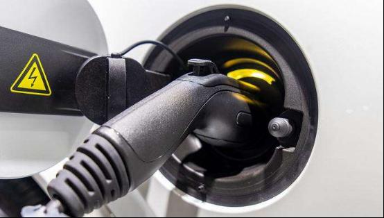 补贴退坡导致电动汽车成本提高 该由谁来买单?
