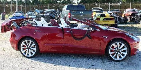 特斯拉Model 3屏幕显示车辆原地蹦迪,网友:让我们一起摇摆吧!