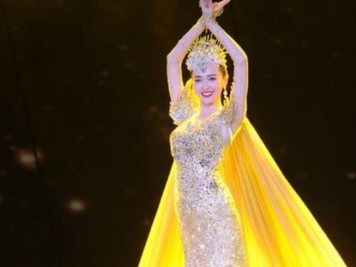 为何历届金鹰女神都是金色战袍,只有赵丽颖是银色,原因让人意外