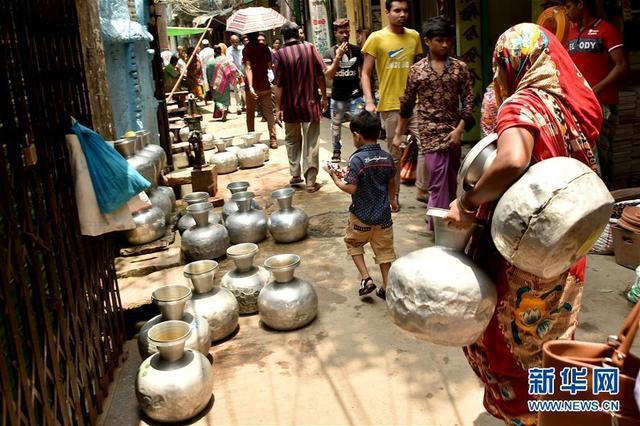 近一月热浪侵袭未降雨 孟加拉国达卡面临供水危机