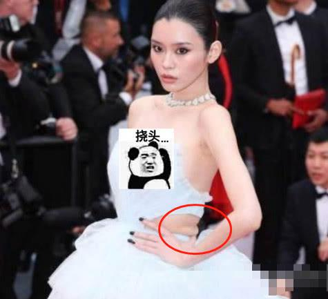 造型师开窍,关晓彤身材却跟不上主流,腰部赘肉明显超尴尬!