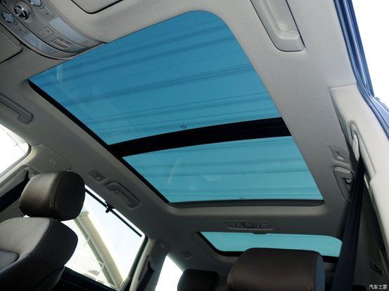 全系标配座椅通风和加热,还有三块大天窗和四驱