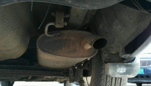 """开车多年才知道:排气管上加块""""铁"""",汽车动力十足,还能省油"""