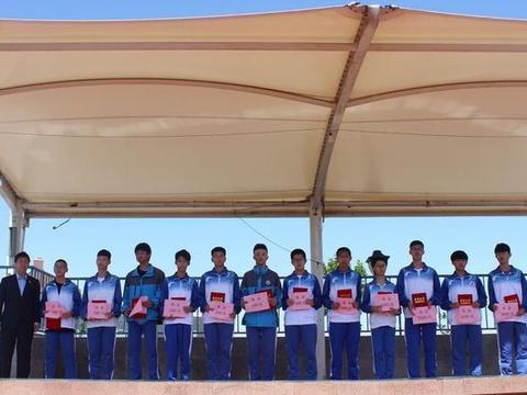 潍坊新纪元学校升旗仪式暨世界机器人大赛表彰大会