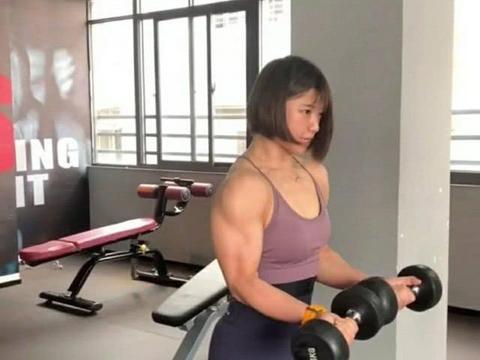 蔡徐坤身子骨太弱,一妹子放话要把他打趴下,网友:这话我信!
