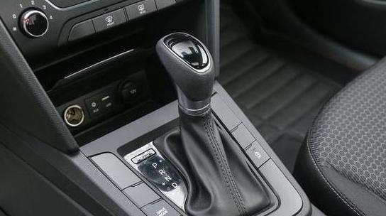 现代终于良心了,这车比思域还好看,轴距2米7油耗5.3L