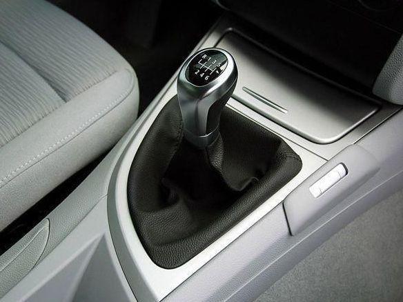 新手买车时纠结买自动挡还是手动挡,看完这个就知道买什么了