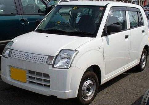 在日本它才是两厢车之王,飞度也要叫它大哥,满大街都能见到它
