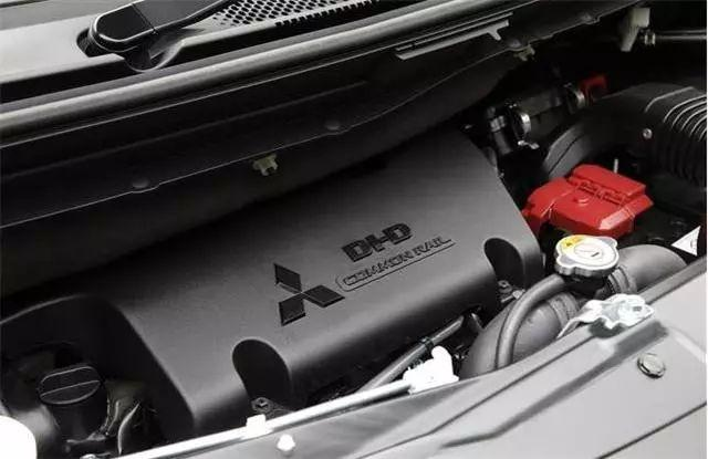 日系最强MPV,搭载2.2T柴油动力,标配超选四驱,内部八个座
