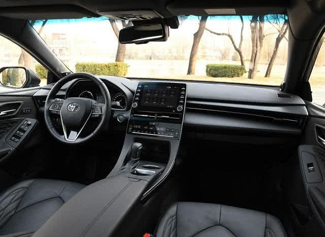 尺寸更大价格更低的丰田,亚洲龙成功上位,首月销量超6千
