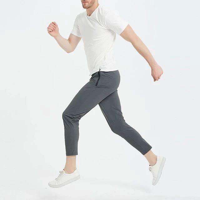 """一条神奇的""""冰感""""运动裤,夏天穿它,就像把凉席穿上了身"""