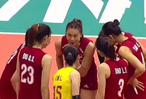 女排世联赛中国女排0比3不敌巴西女排无缘开门红,全员表现低迷