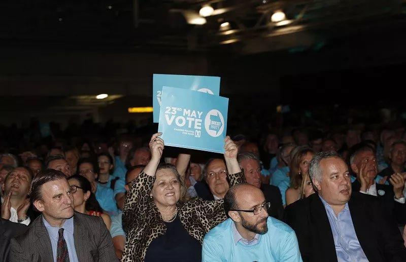 """▲5月21日,英国""""脱欧党""""在伦敦西部举行大型集会,为欧洲议会选举拉票。(新华社)"""