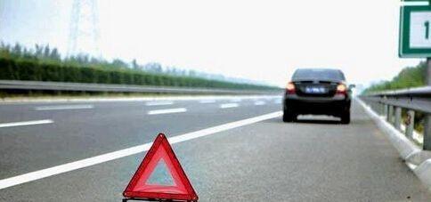 高速上行驶,前车突然急刹车怎么办?牢记这3步,关键时刻能保命
