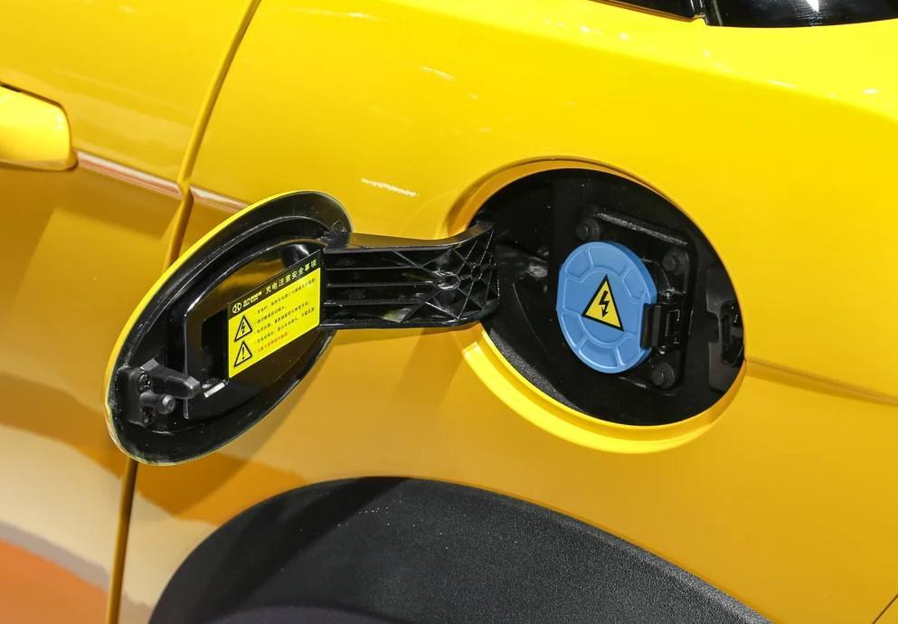 这车11.08万起售,NEDC续航300,无框车门,打开引擎盖是后备箱