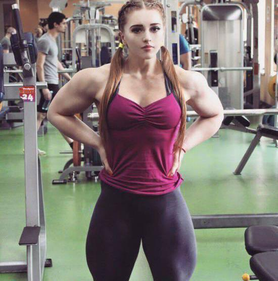 俄罗斯美女有多强?健身界的战斗机,如今担心嫁不出去