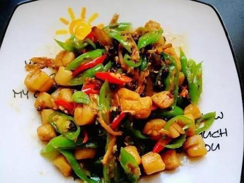 美食推荐:青红椒炒贝肉,豆皮卷金针菇,白灼青瓜花