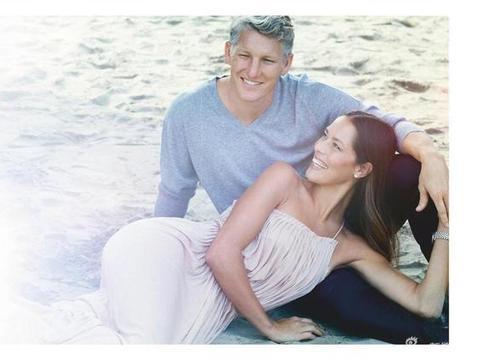 伊万发推宣布自己怀上第二胎 和小猪已育有一子