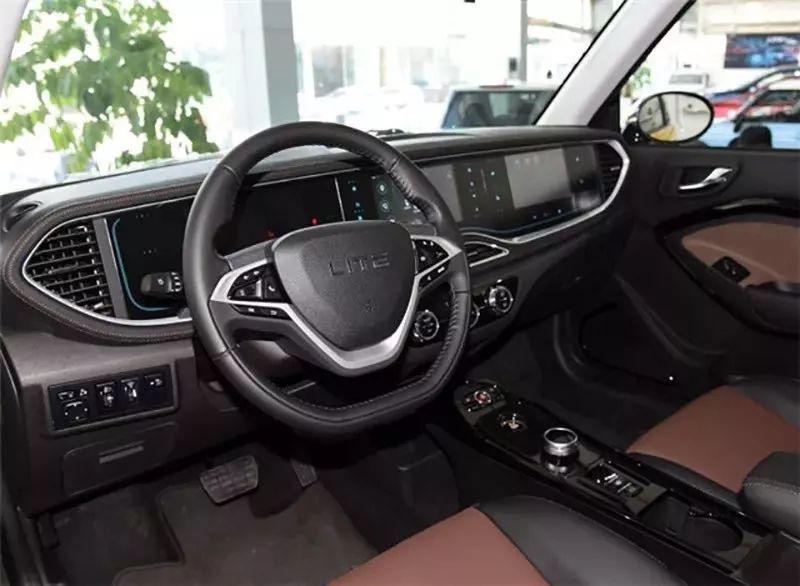无框车门、三块液晶屏,北汽这款新车真有那么好?
