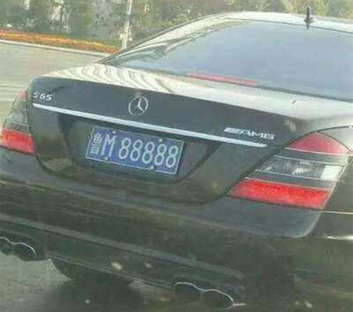 山东首富张士平,座驾是防弹奔驰车,车牌号鲁M88888