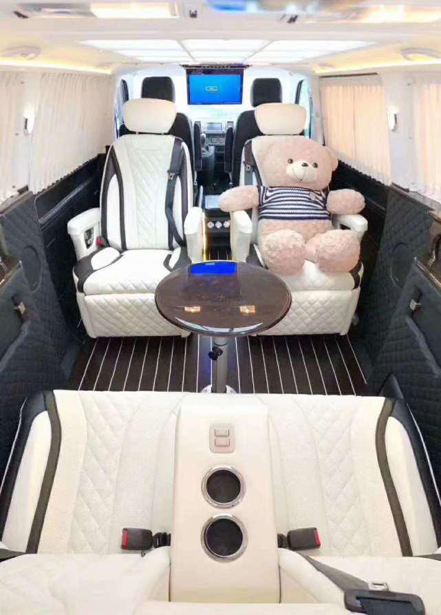 四驱豪华凯路威改装舒适MPV,玩具熊率先乘坐体验,非常完美!