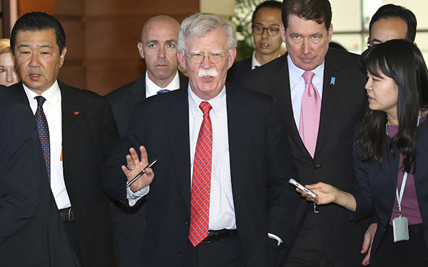 特朗普访日前一天,安倍晋三密集会见两国高官做最后准备
