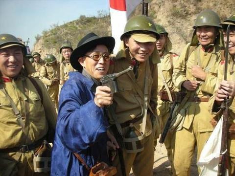 当了50年汉奸,送日本40架战机,被日本写进教科书,子女都是富豪