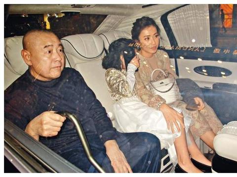 甘比罕见现身股东大会,回应大刘现状,身为主席的继子却缺席!