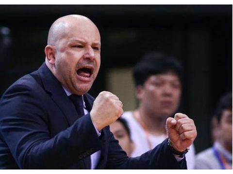 当赞!雅尼斯调中国男篮影响北京队夏训,首钢不抱怨反感谢篮协!