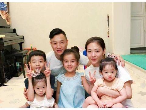 杨云赞许美式教育,亲自训练两个女儿,杨洋阳保护妹妹走平衡木