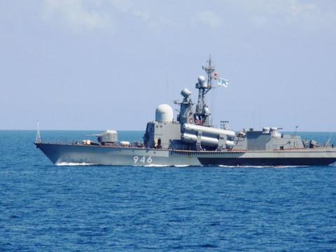 俄趁美不备实弹演习对乌施压,乌英舰船在黑海演练表抗议