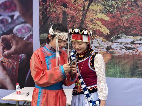 武汉汉阳,昔日伯牙摔琴处,千余名外国友人云集,只为一件事