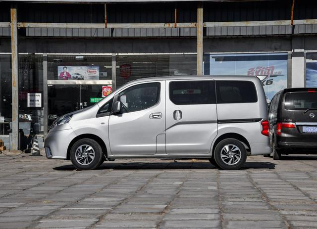 10万出头的合资7座MPV,一切以实用为主,放倒座椅能当货车