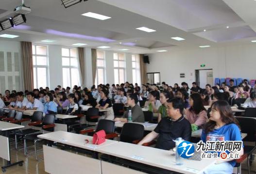 双峰小学濂溪校区迎来九江职业大学艺术学院见习生