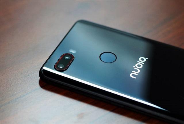 从2099元降至1599元,128GB+2400万,曲面玻璃机身手机加速退场