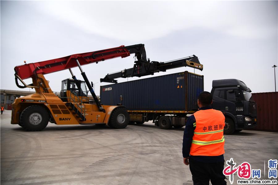 中国制造汽车乘坐中欧班列发往莫斯科