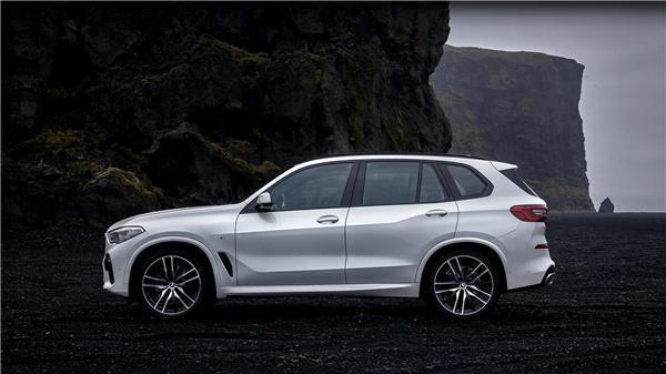 """同级最强SUV?宝马X5给你科技豪华还有操控试驾感受:""""都挺好"""